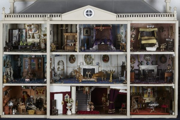 Dolls 2 600x400 - Dolls' House Collection